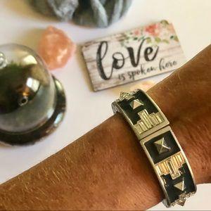 """EUC Lia Sophia """"Voussoir"""" stretch bracelet"""